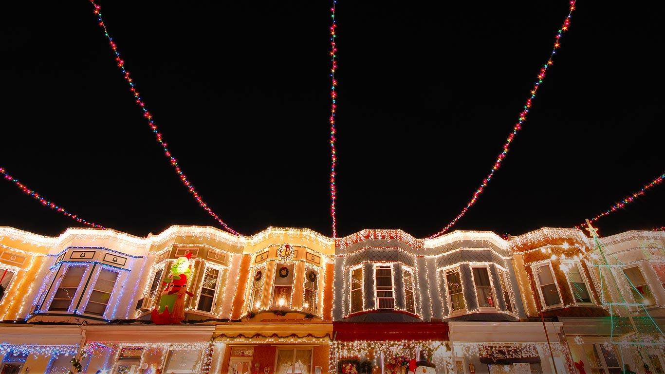 view full size - Baltimore 34th Street Christmas Lights