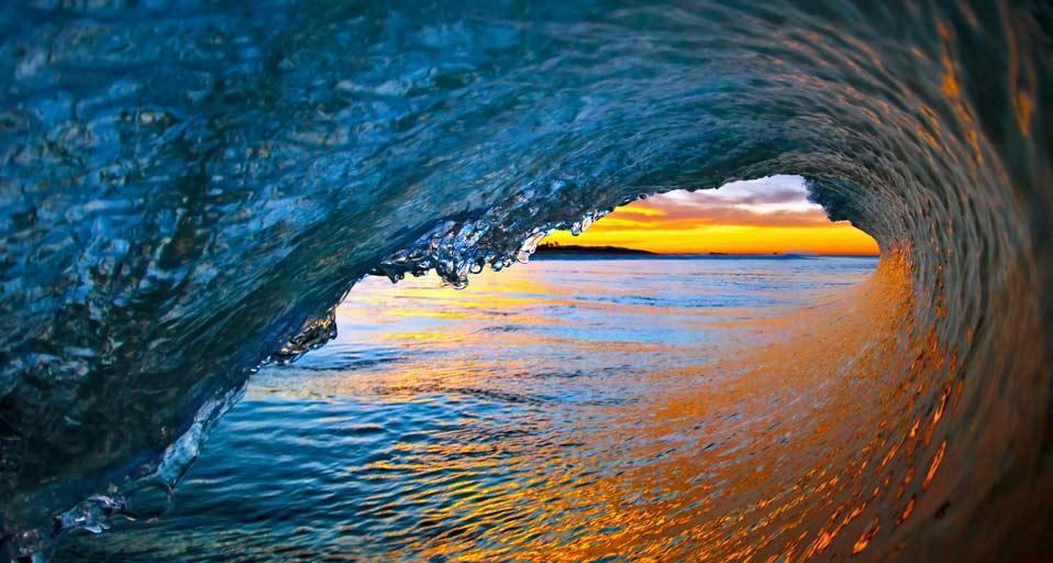Ocean waves near Ventura, California (© David Pu'u)
