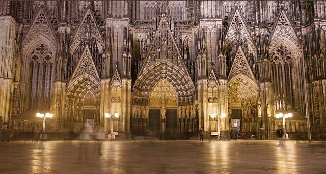 Time-lapse footage of the Cologne Cathedral in Cologne, Germany