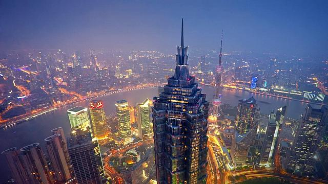 Jin Mao Tower and Huangpu River in Shanghai, China (© José Fuste Raga/age fotostock)