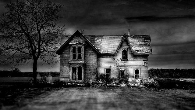 An old abandoned house in southern Ontario, Canada (© Ron Erwin/Getty Images)