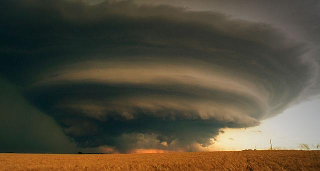 An isolated supercell thunderstorm over south-central Kansas