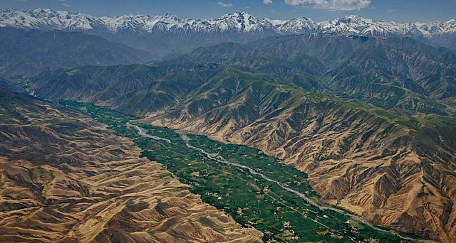The Hindu Kush mountains strech between Afghanistan and Pakistan