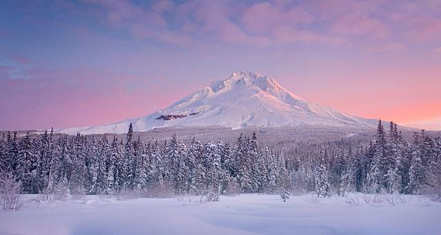 Beautitul sunrise over Oregon's Mount Hood afther a fresh snow fall on the meadows bellow
