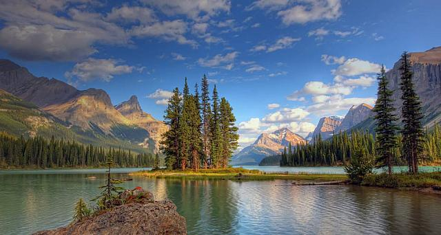 Spirit Island at sunset, Maligne Lake, Jasper National Park, Alberta, Canada