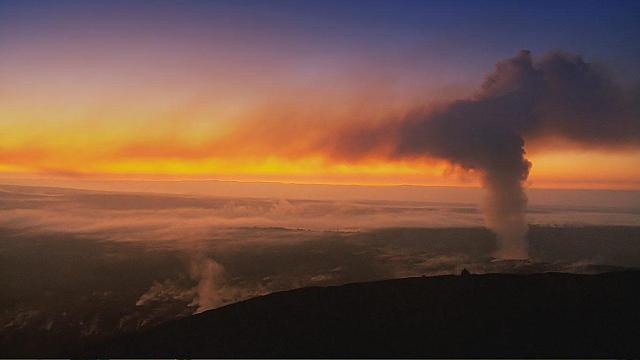 Sunset over Kilauea Volcano on the Big Island, Hawaii (© Clipcanvas)
