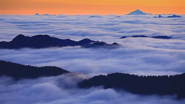 Fog over Spray Park in Mount Rainier National Park with Glacier Peak in the background, Washington (© Stephen Matera)