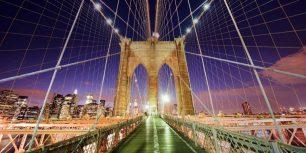 Brooklyn Bridge and Manhattan skyline, New York City, New York (© Robert Harding World Imagery/Alamy)