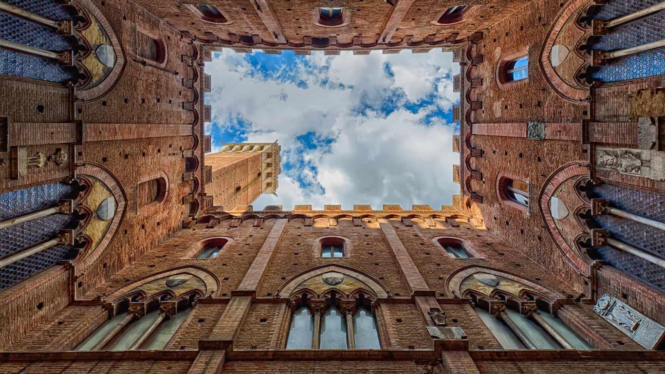 Palazzo Pubblico in Siena, Tuscany, Italy (© Joseph Calev)