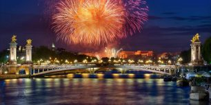 Fireworks over Pont Alexandre III in Paris, France (© AG photographe/Getty Images)