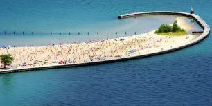 North Avenue Beach on Lake Michigan, Chicago (© Luiz Felipe Castro/Getty Images)