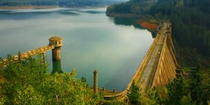 Studena Dam, Struma River, Bulgaria (© Ivan Pendjakov/age fotostock)