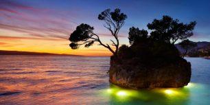 Brela Beach at sunset, Croatia (© Jan Wlodarczyk/Alamy)