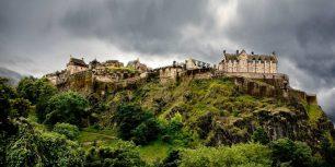 Edinburgh Castle, Scotland (© Raul Belinchon/Gallery Stock)