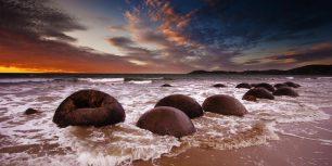 Moeraki Boulders, New Zealand (© Uli Hamacher/Getty Images)