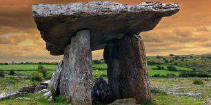 Poulnabrone dolmen, Burren National Park, Ireland (© Danita Delimont/Getty Images)