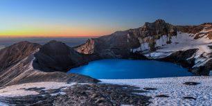 Mount Ruapehu's crater lake, New Zealand (© xflo:w/500px)