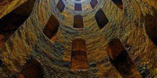 Saint Patrick's Well, Orvieto, Italy (© José Antonio Moreno/age fotostock)