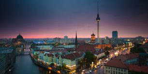 Time lapse of Berlin skyline at night (© Schroptschop/Getty Images)