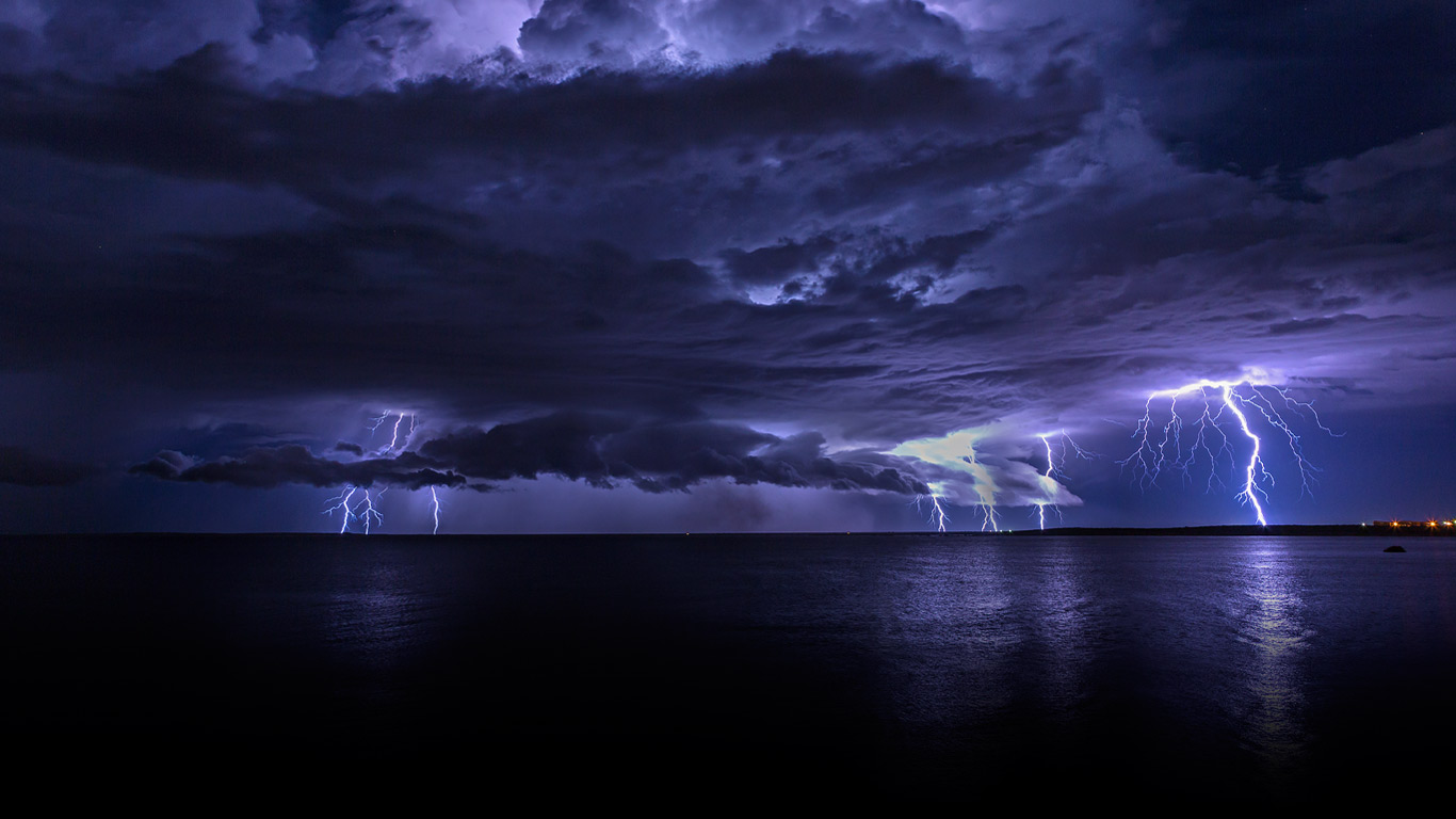 Lightning storm off Cooke Point, Port Hedland, Australia (© Simon Phelps Photography/Getty Images)