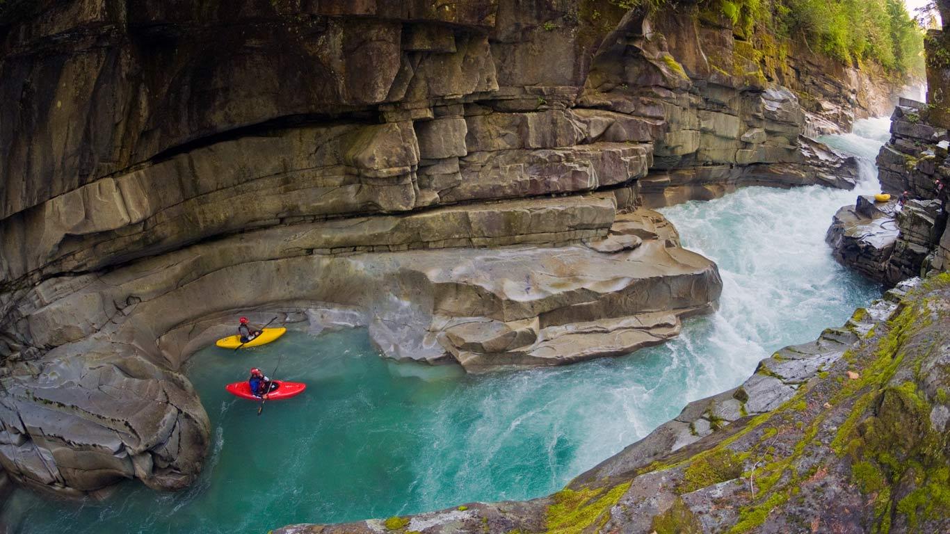 Kayakers in Ashlu Creek near Squamish, British Columbia, Canada (© Phil Tifo/Tandem Stock)