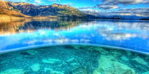 The view above and below water in Atlin Lake, Atlin Lake Provincial Park, British Columbia (© Robert Postma/All Canada Photos/Alamy)