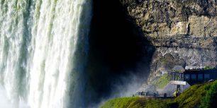 Tourists visiting Journey Behind the Falls, Horseshoe Falls, Ontario (© Alan Copson/info@awl-images.com/JAI/Corbis)