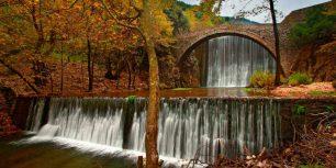 Paleokaria Bridge over the Portaikos River near Trikala, Greece (© Hercules Milas/Alamy)