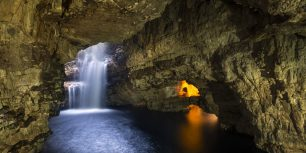 Smoo Cave in Durness, Scotland (© GS/Gallery Stock)
