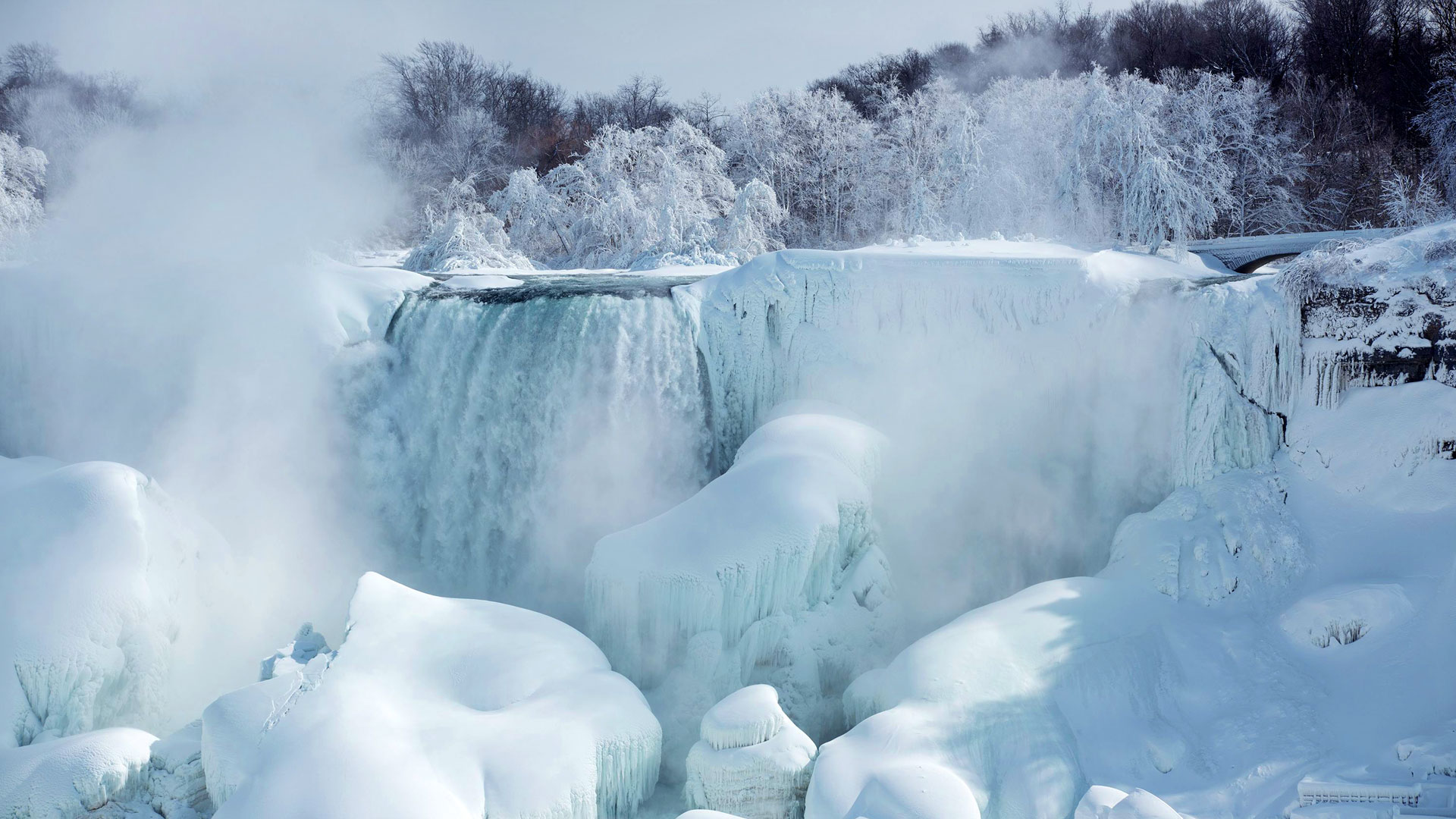 American Falls as seen from Niagara Falls, Ontario, Canada, February 19, 2015 (© ZUMA/REX)
