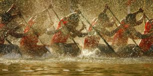 Competitors in the Nehru Trophy Boat Race in Alappuzha, India (© Ashit Desai/Corbis)
