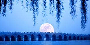 Moonrise over Seventeen Arch Bridge on Kunming Lake at the Summer Palace in Beijing, China (© Grant Faint/Getty Images)