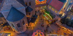 Christmas market in Braunschweig, Germany (© Patrice von Collani/plainpicture)