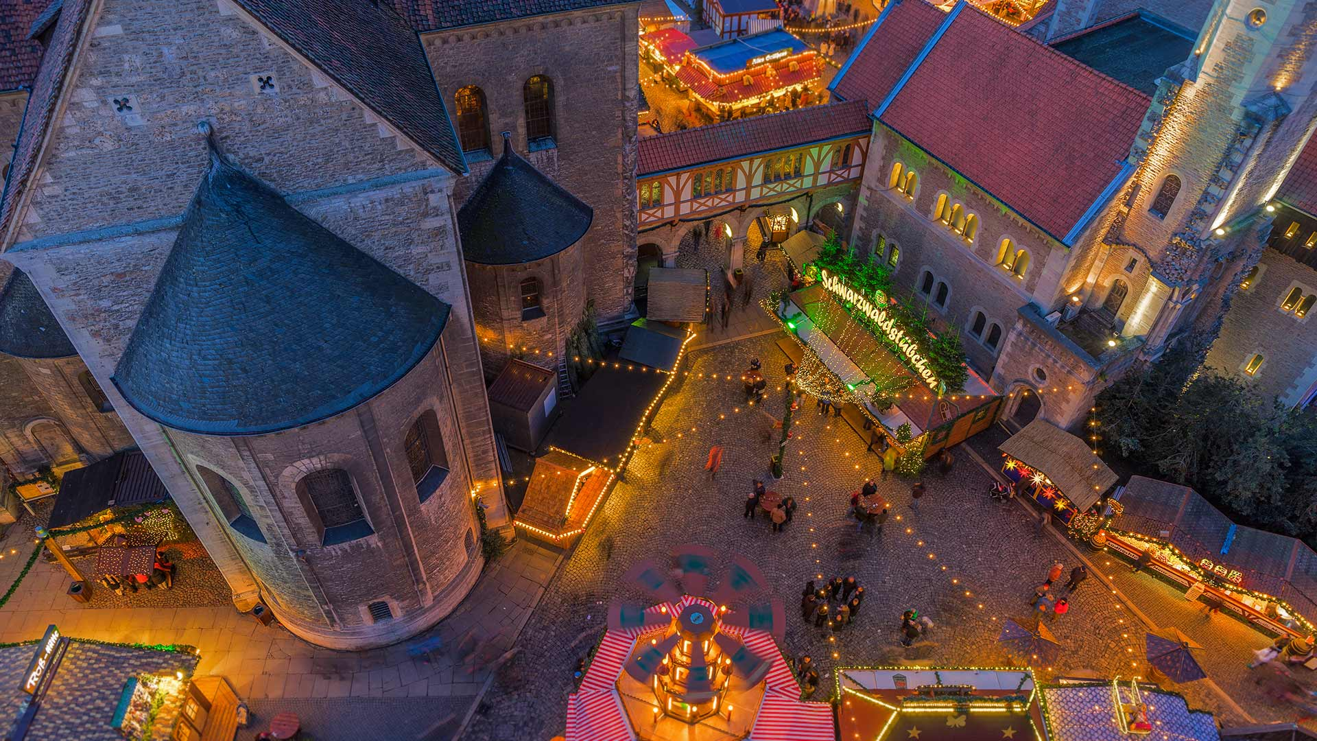 Christmas market in Braunschweig, Germany (© Patrice von Collani/plainpicture)