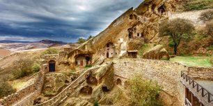 David Gareja Monastery Complex, Kakheti, Georgia (© Wiktor Bubniak/Shutterstock)