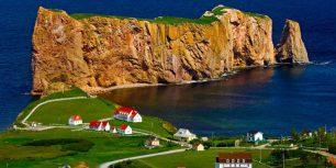 Percé Rock on Gaspé Peninsula, Quebec, Canada (© Don Johnston/age fotostock)