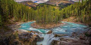 Sunwapta Falls in Jasper National Park, Alberta, Canada (© Mana Arabi/Shutterstock)