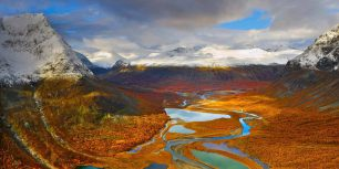 The Rapa Valley in Sarek National Park, Sweden (© Hans Strand/plainpicture)