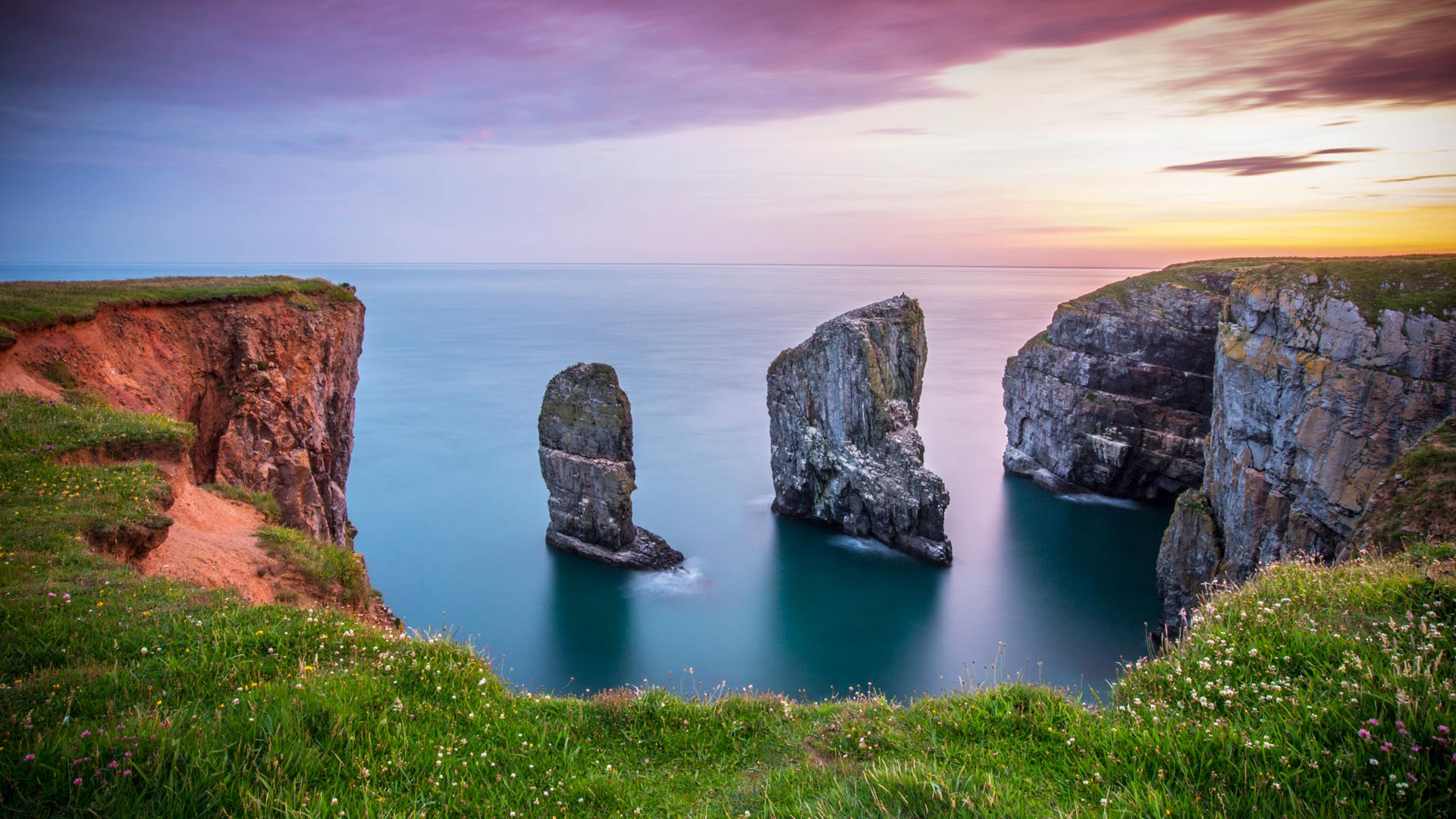 Stack Rocks at Castlemartin on the Pembrokeshire coastline, Wales (© James Davies/Alamy)