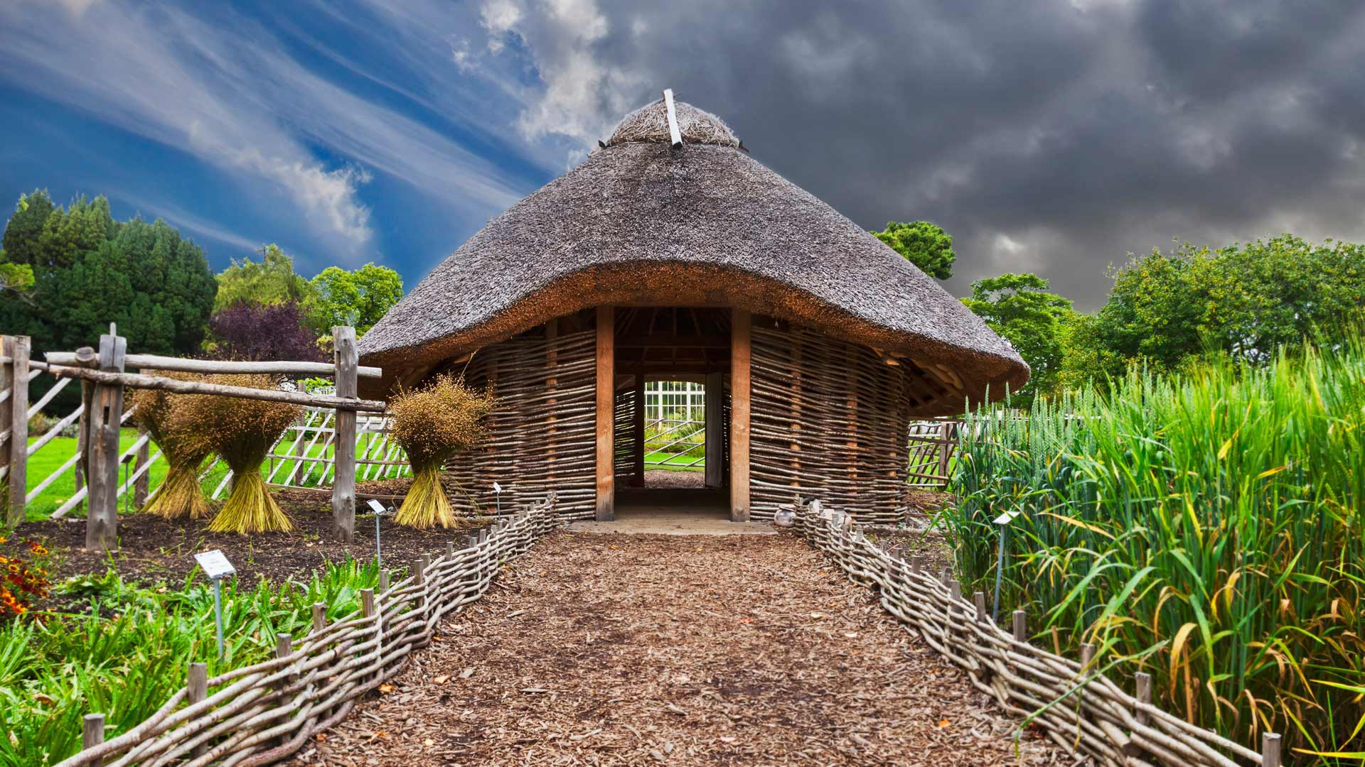 Replica of a Viking home in Dublin National Botanic Gardens, Ireland (© George Munday/plainpicture)