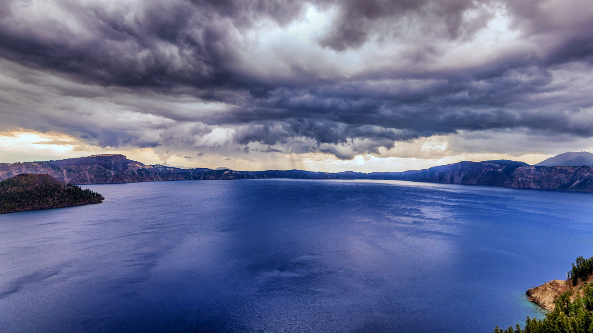 Storm clouds over Crater Lake National Park, Oregon (© Joseph Giacalone/SuperStock)