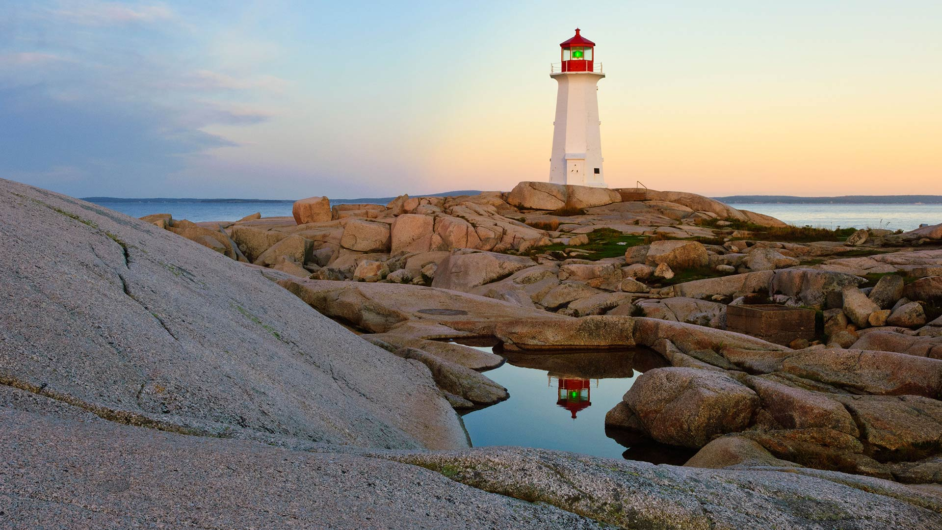 Lighthouse reflected in a pool of water at Peggy's Cove, Nova Scotia, Canada (© Cliff LeSergent/Alamy Stock Photo)