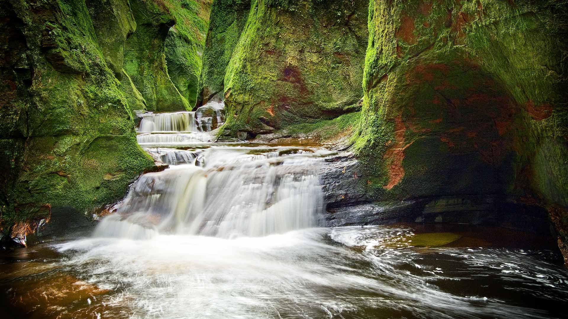 Finnich Glen in Stirlingshire, Scotland (© Damian Shields/Offset)