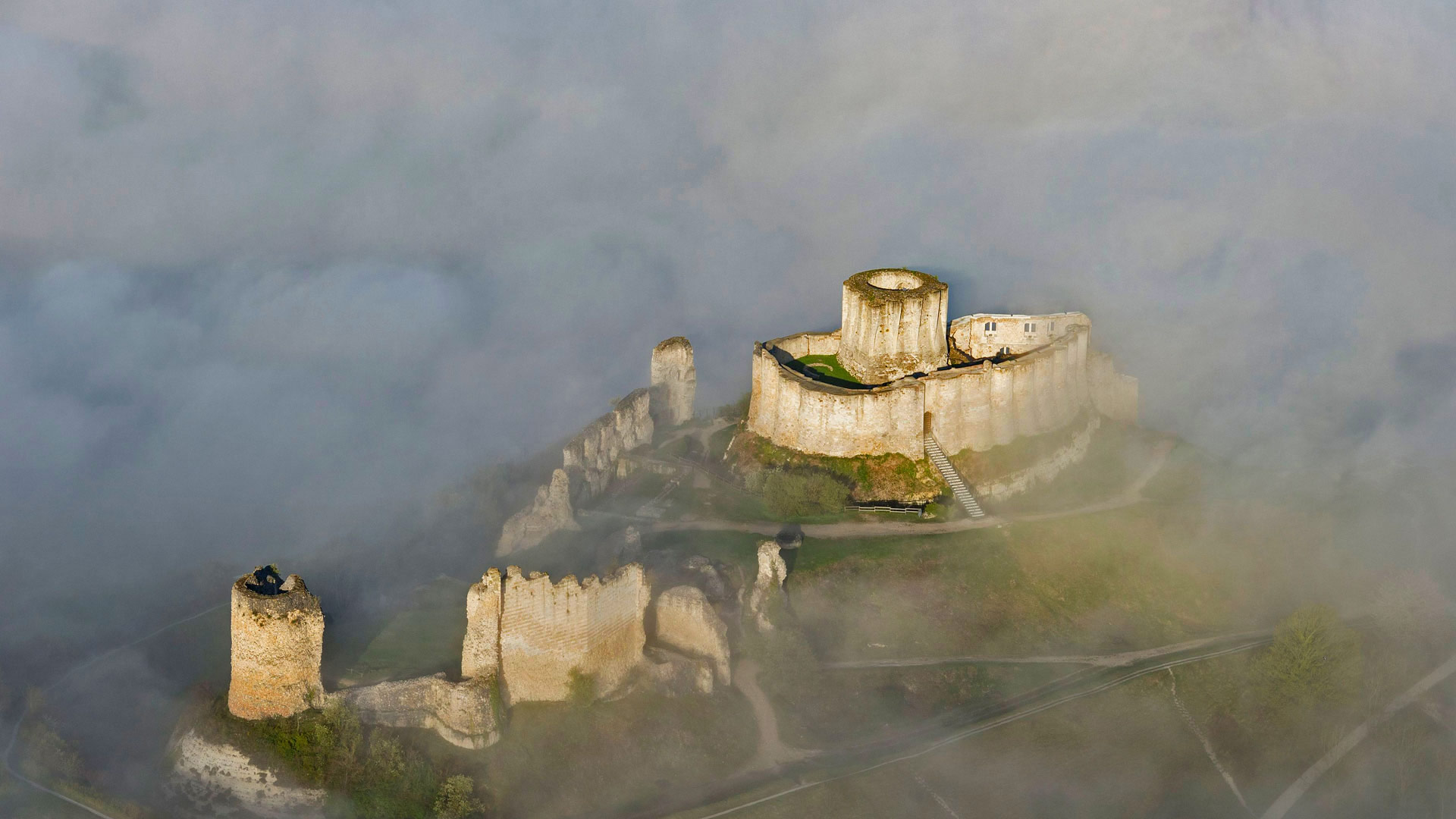 Château Gaillard, a 12th-century fortress in the Seine Valley, France (© Francis Cormon/age fotostock)